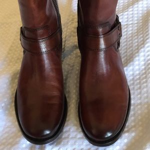 NEW FRYE LEATHER ZIP UP BOOTS SIZE 7B